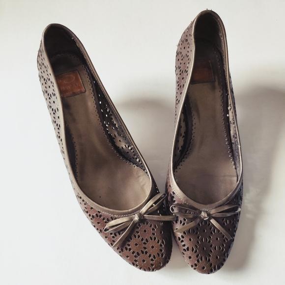 OSCAR DE LA RENTA leather bow kitten heels